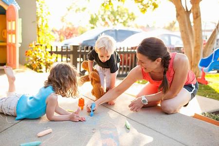 Món quà tuyệt vời nhất cha mẹ tặng con chính là dành thời gian cho con.