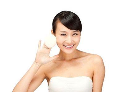 - Nên sử dụng nước ấm để rửa mặt sẽ giúp lỗ chân lông thông thoáng.