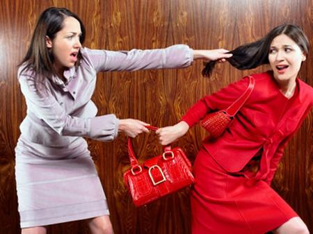 Từ một người phụ nữ hiền lành giờ chị chở thành người đáo để luôn găm sẵn những câu chửi rủa táo tợn