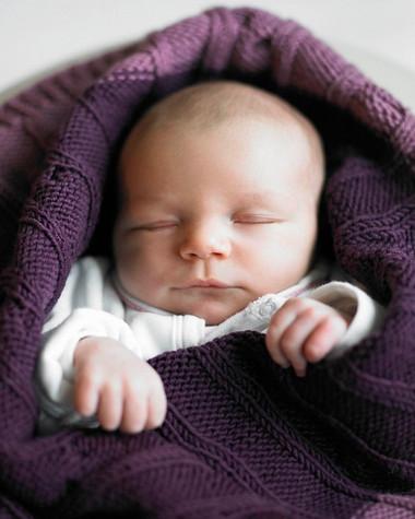 Giữ ấm cho bé là một cách giúp bé giảm đau khi tiêm chủng