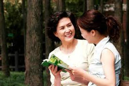 Mẹ chồng rất nhậy cảm nên nàng luôn phải khéo léo sợ mẹ phật lòng