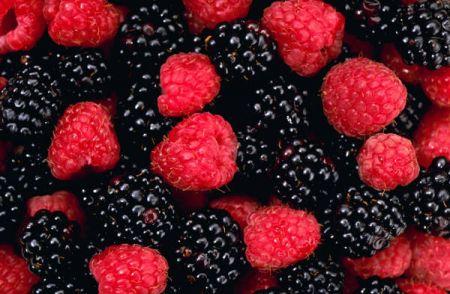 Các loại quả mọng là một nguồn chất chống oxy hóa mạnh nhất, có tác dụng bảo vệ da.