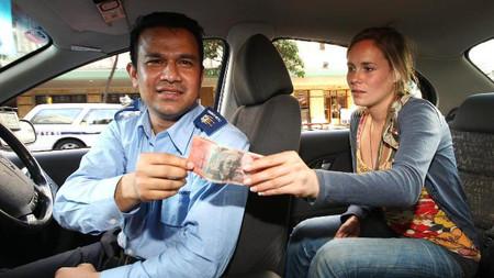 Khách du lịch thường là đối tượng bị taxi chặt chém.