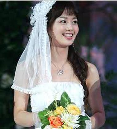 Không biết khi nào nàng mới tự tin để mặc chiếc áo cưới