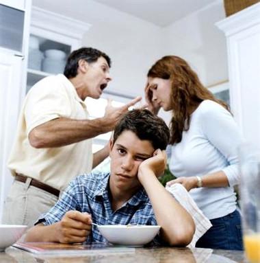 Trẻ bị tổn thương trầm trọng khi phải chứng kiến bố mẹ cãi nhau