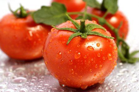 Trong cà chua có lycopene - một chất chống oxy hóa, do đó nó hoạt động như một loại kem chống nắng tốt cho da từ bên trong.
