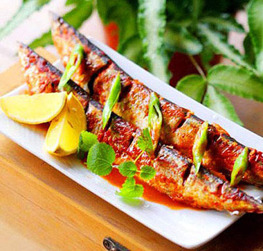Món cá nục nướng mỡ hành