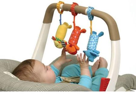 Đồ chơi cho nào phù hợp với bé sơ sinh? - Mẹ và Bé - Tâm lý trẻ em - Đồ chơi cho bé - Đồ chơi trẻ em