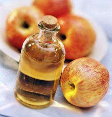 Tẩy nốt ruồi bằng giấm táo rất an toàn và hiệu quả.
