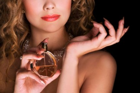Không sử dụng những mùi hương nồng trong mùa hè, nên sử dụng mùi nhẹ nhàng tạo cảm giác thoải mái và tự tin trong giao tiếp.