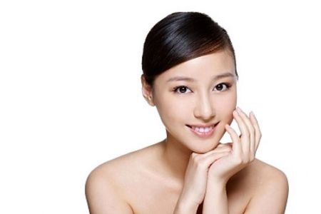 Vitamin C có tác dụng thúc đẩy quá trình sản xuất collagen và elastin – hai hợp chất tốt cho làn da.
