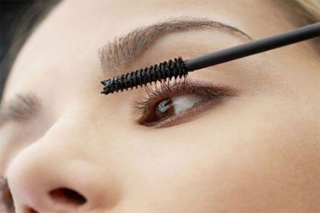 Để đảm bảo, bạn nên thay mascara 3 tới 4 tháng một lần.