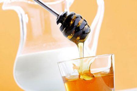 Mật ong chứa nhiều chất chống oxy hóa giúp tiêu diệt gốc tự do gây ra bởi tia tử ngoại hay quá trình lão hóa của cơ thể.