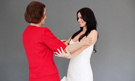Khi cô mới có bầu, mẹ chồng rất vui vẻ và chăm sóc cô.