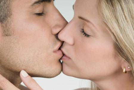 Em nhớ những nụ hôn ngày nào biết chừng nào chồng ơi