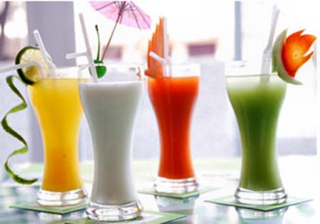 Nước hoa quả chứa một số loại axit có thể phân hủy men răng.