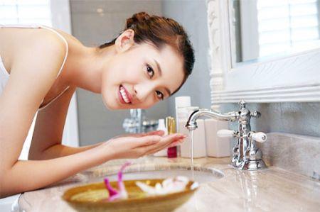 Rửa mặt đúng cách còn có thể giúp bạn trị mụn hay chăm sóc da hiệu quả.