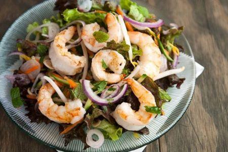 Salad tôm, đào và thì là cho bữa ăn ngon miệng 1