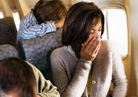 Khi ngồi trên tàu, xe, bạn khó chịu ở dạ dày, chóng mặt, nhức đầu, buồn nôn...