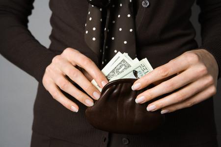 Nàng coi tiền lớn hơn tình cảm anh em ruột thịt.