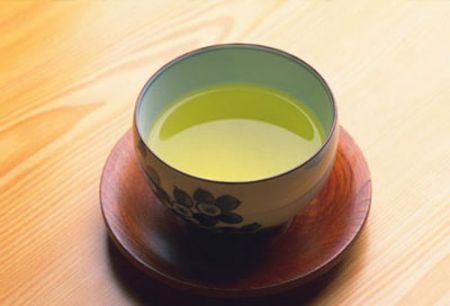 Uống vài tách trà xanh mỗi ngày có thể giúp bạn giảm cân hiệu quả.