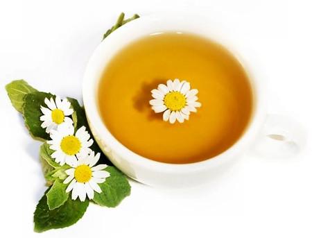 Trà hoa cúc tốt cho thị lực, ngăn chặn bức xạ gây ra nhức đầu, đánh trống ngực hay mất ngủ.