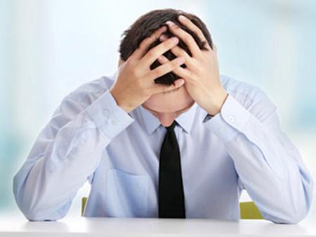Nam giới mắc bệnh trầm cảm rất dễ nổi cáu và dễ bị kích động vì những chuyện nhỏ nhặt.