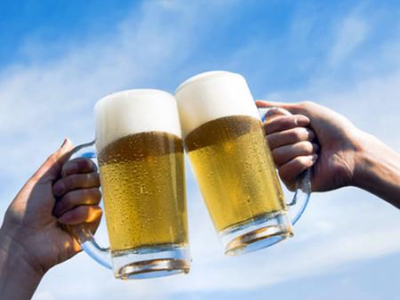 Uống bia với mức độ vừa phải tốt cho sức khỏe.