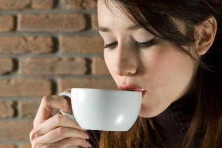 Hạn chế sử dụng đồ uống nhiều cafphein.