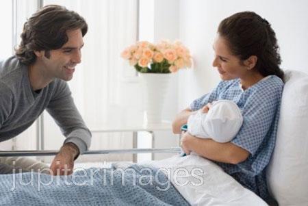 Sau khi sinh mổ, sản phụ cần được giữ gìn, chăm sóc cẩn thận hơn.