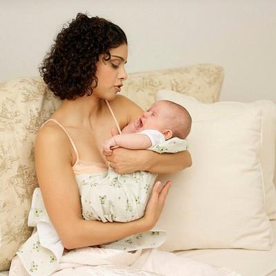 4 cách bế bé để mẹ không bị mỏi - Mẹ và Bé - Sức khỏe phụ nữ - Sức khỏe sinh sản