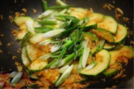 Bí xào tép moi - món ăn đơn giản nhưng tốt cho sức khỏe