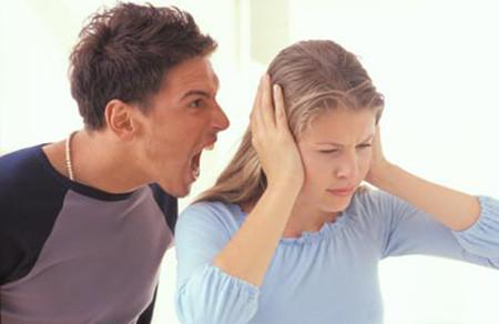 Mỗi lần vợ chồng cãi nhau, chồng tôi lại lôi cả bố mẹ tôi ra để xúc phạm