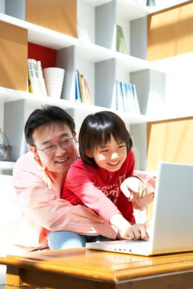 Xã hội công nghệ, thế hệ con cái và phụ huynh Việt đang cùng đứng ở 1 xuất phát điểm trong cuộc chạy đua tìm hiểu thế giới.