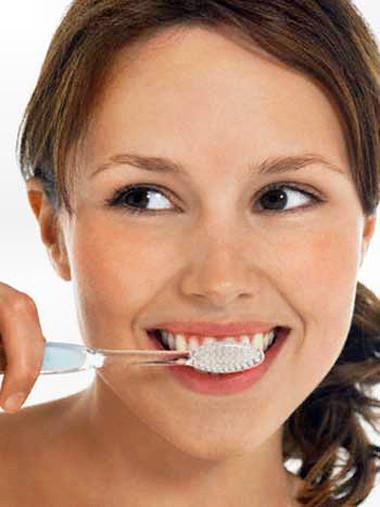 Đừng bao giờ chải răng ngay sau ăn.