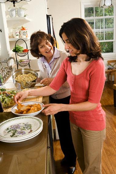 Hoa thấy mệt mỏi với công việc gia đình, rồi thì món ăn lại mõi người một ý thích.