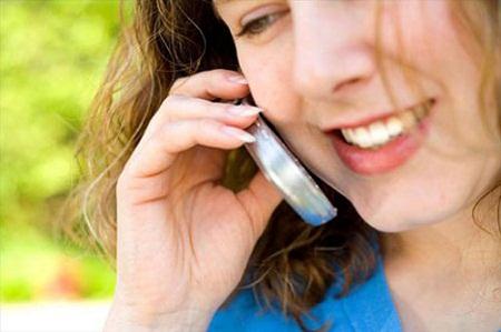 Lạm dụng điện thoại gây hại cho sức khỏe.