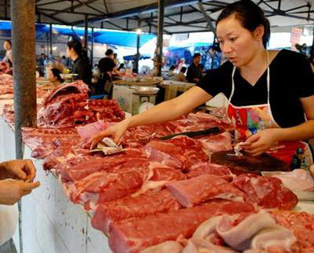 Giá thịt lợn giảm mạnh thời gian qua vì sức mua yếu trên thị trường.