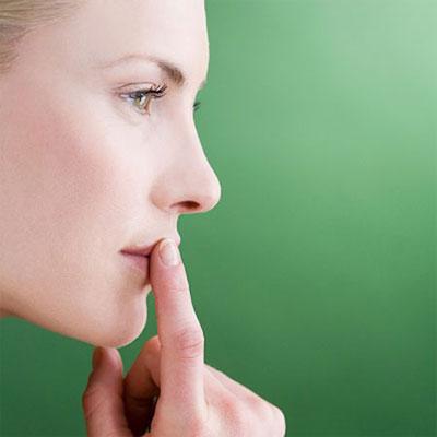 Khô miệng khiến bạn có cảm giác khó chịu.