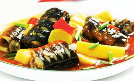 Món lươn kho măng cho bạn một bữa tối thật ngon miệng.