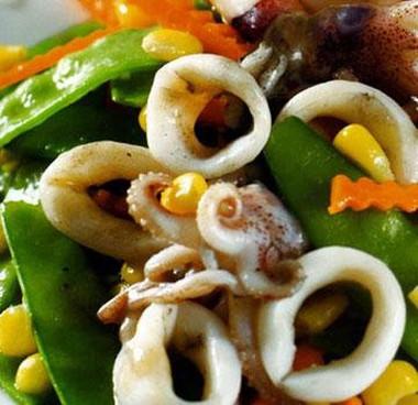 Món mực xào đậu Hà Lan ăn ngon mà lại đủ chất dinh dưỡng.