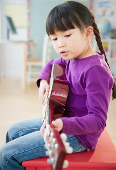 Phụ huynh nên xác định rõ, cho con học các lớp năng khiếu hè không phải là để con thành vận động viên, nghệ sĩ... mà hãy cho chúng học những cái chúng thích.