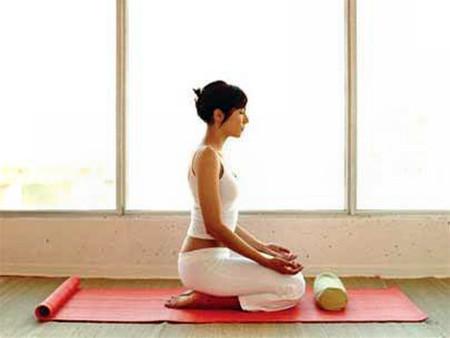 Tĩnh tâm theo thuật yoga tốt cho sức khỏe.