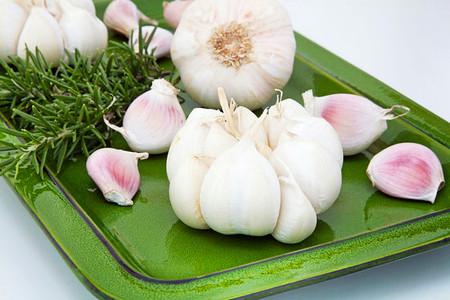 1. Tỏi (garlic): 1