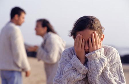 nếu bé gái cảm nhận được gia đình mình không ổn định, điều đó có thể giống như một cú hích khiến trẻ dậy thì sớm hơn.