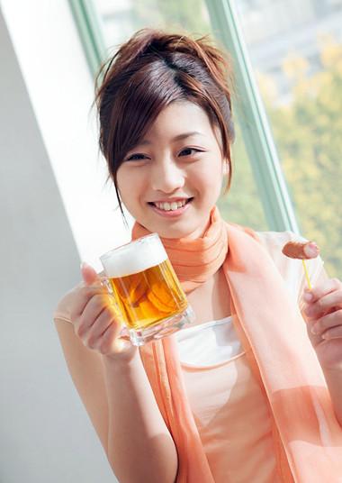 Bia có lợi cho sức khỏe phụ nữ tuổi mãn kinh.