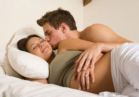 Phải thật thận trọng trong quan hệ tình dục khi mang thai
