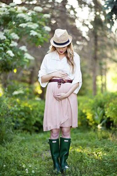 Trang phục của mẹ bầu nên nhẹ nhàng, thông thoáng