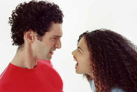 Đừng để cuộc cãi vã ảnh hưởng đến tình cảm của hai bạn.