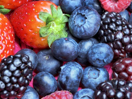 Ăn nhiều quả berry giúp làm chậm suy thoái não.